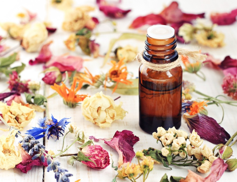5 Creative DIY Gifts To Make With Dried Flowers